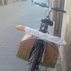 per anar a comprar el pa